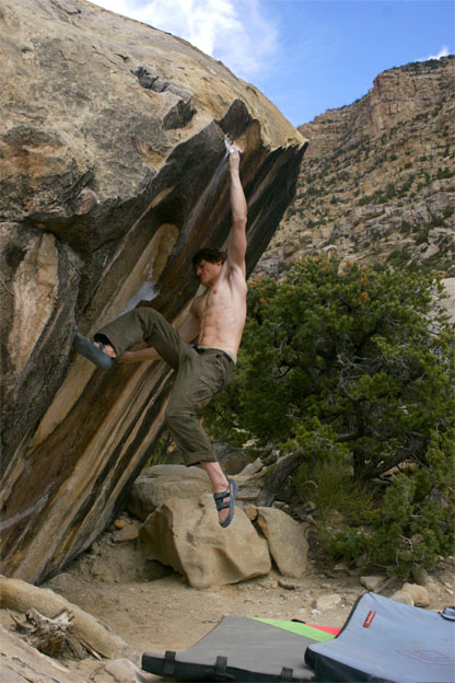 Graham gets his feet on after sticking the dyno, Pocket Rocket, V5